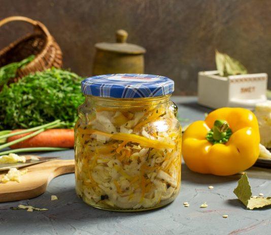 Вкусный салат из капусты, перца сладкого, моркови и лука на зиму