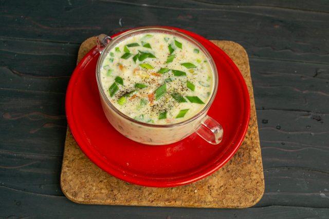 Суп с савойской капустой и ветчиной готов