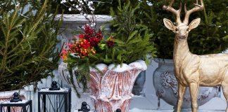 Идеи новогодних украшений для сада и участка — фото