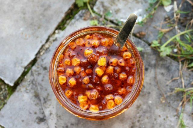 Необыкновенно полезная заготовка — облепиха в меду