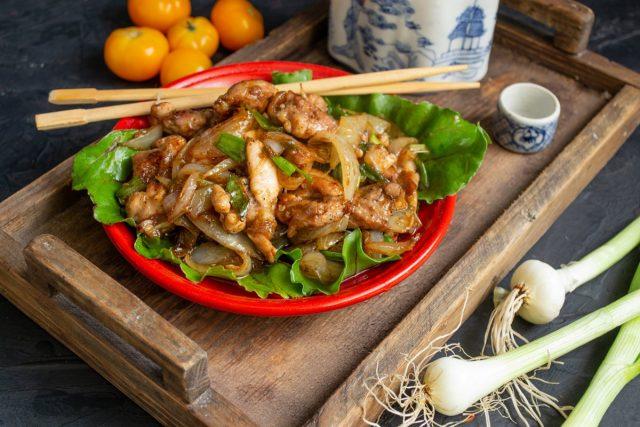 Жареная курица в воке с соевым соусом за 20 минут