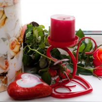 Красный подсвечник на одну свечу