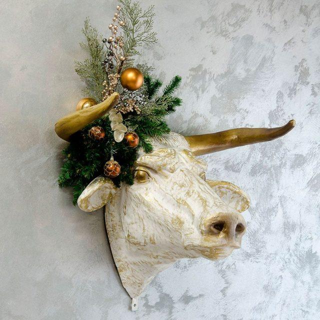 Декоративное панно в виде быка
