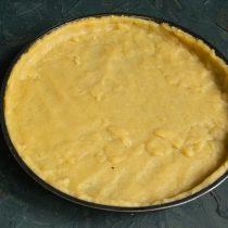 Раскатываем тесто и выкладываем в форму для тарта