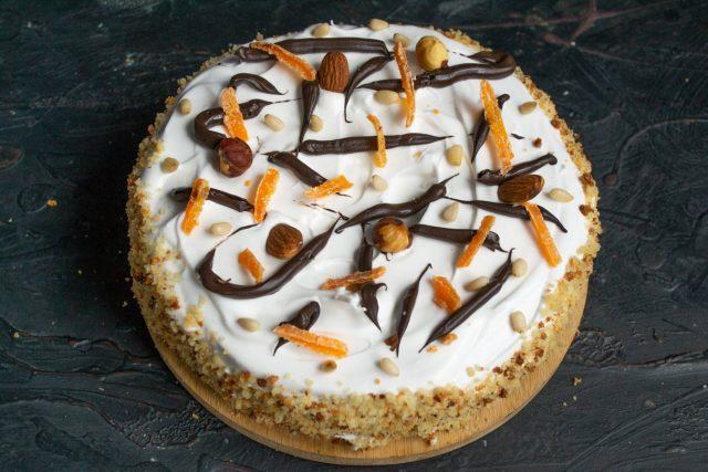 Вкусный ореховый торт с меренгой готов