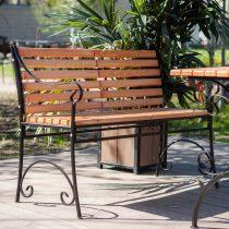 Скамейка для отдыха на участке