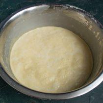 Примерно через два часа тесто для блинов готово