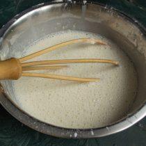 Оставляем готовое тесто при комнатной температуре на 30 минут