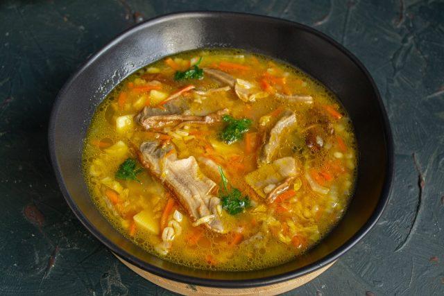 Постный грибной суп с перловкой и пекинской капустой готов