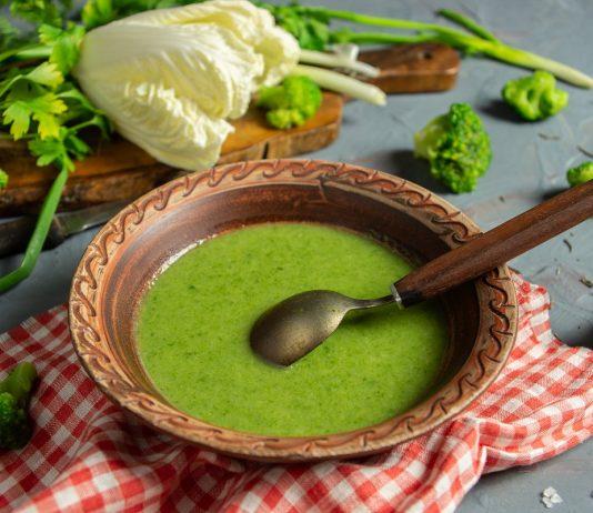Постный суп с брокколи и шпинатом