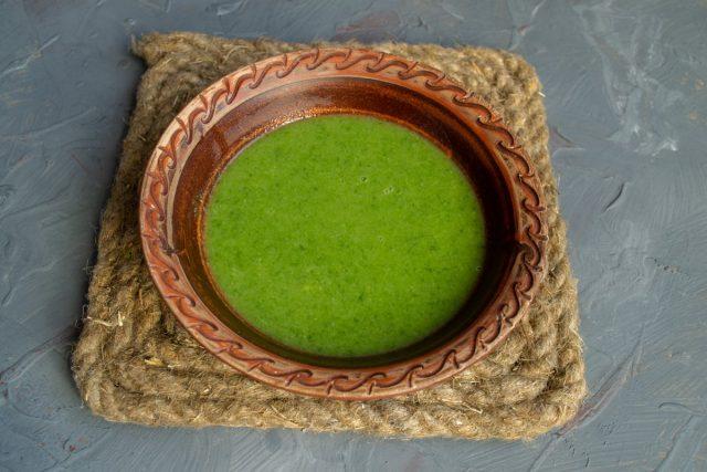 Постный суп с брокколи и шпинатом готов
