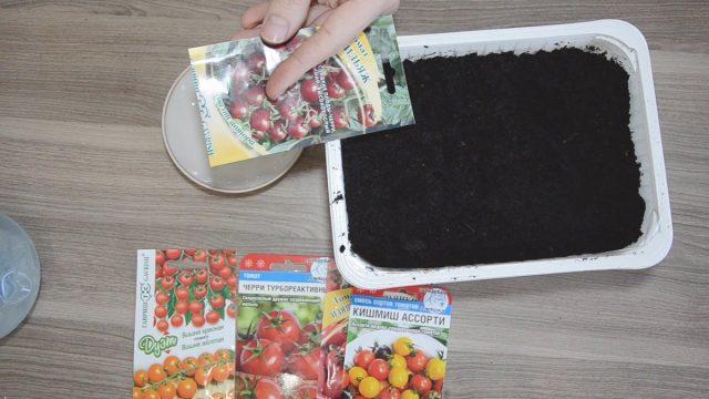 Нам понадобится: горшок или лоток глубиной – 10-15 см, универсальный грунт, деревянная шпажка, блюдце или пластиковая тарелочка, чистая вода, пакетики с семенами