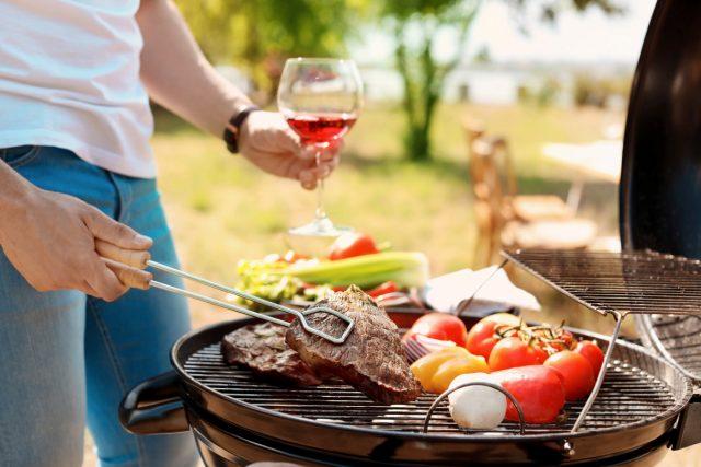 приготовленная на свежем воздухе еда всегда особо аппетитна