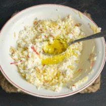 Добавляем столовую ложку оливкового масла первого холодного отжима
