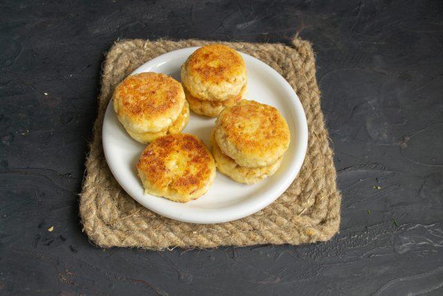 Диетические сырники из творога без глютена, без яиц, без сахара готовы