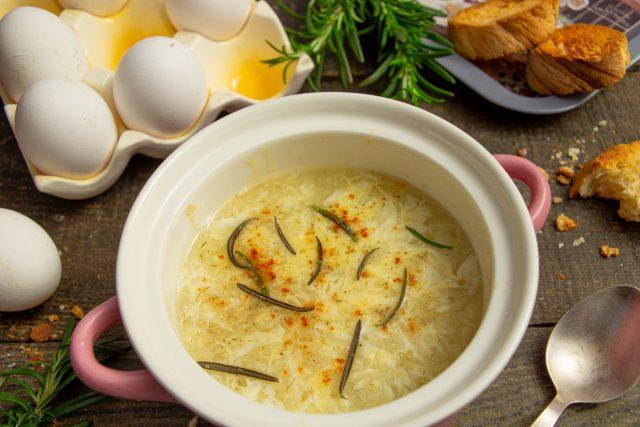 Итальянский суп «Страчателла» с яйцами и сыром
