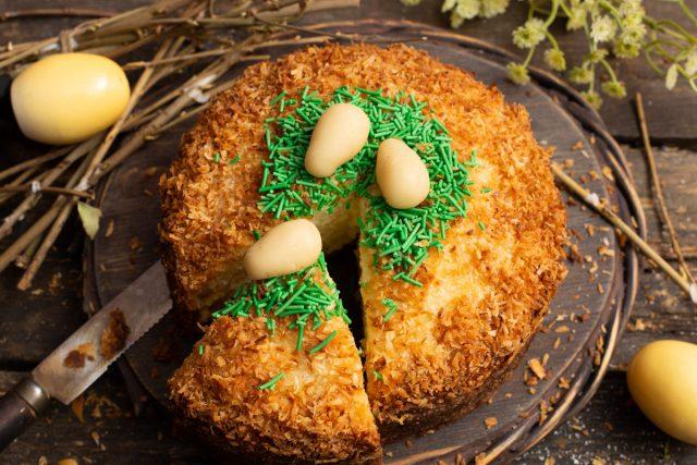 Кекс на Пасху без дрожжей с кокосовой стружкой и сливками