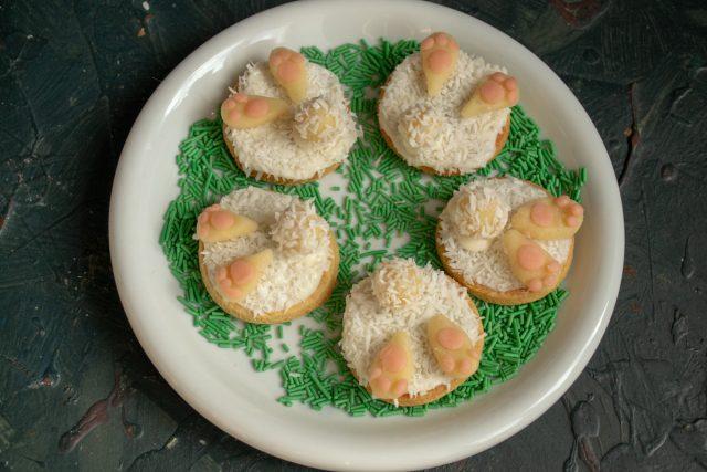 Пасхальное печенье «Кроличьи хвостики» с марципаном и кокосовой стружкой