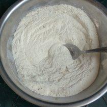 Перемешиваем сухие ингредиенты