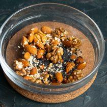 Орехи промываем и смешиваем с семенами кунжута