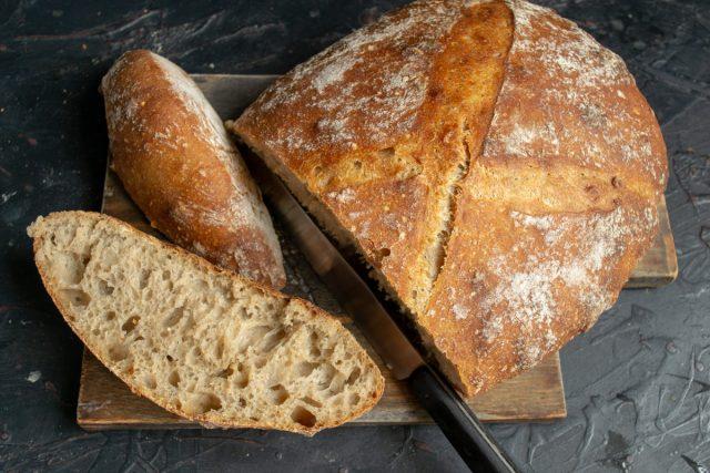 Домашний хлеб на пшеничной закваске готов