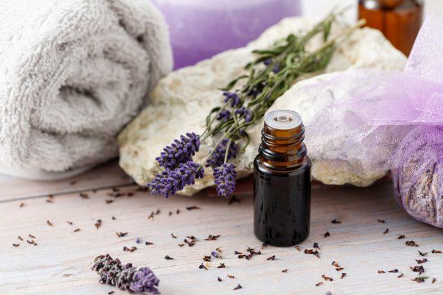 Как приготовить масло и саше для ванн с лавандой?