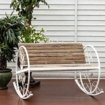 Металлическое кресло-качалка со сплошной спинкой