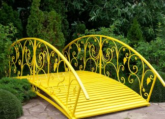 Садовый мостик — украшение любого участка