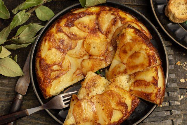 Запеченный картофель с сыром, яйцом и сливками по-швейцарски