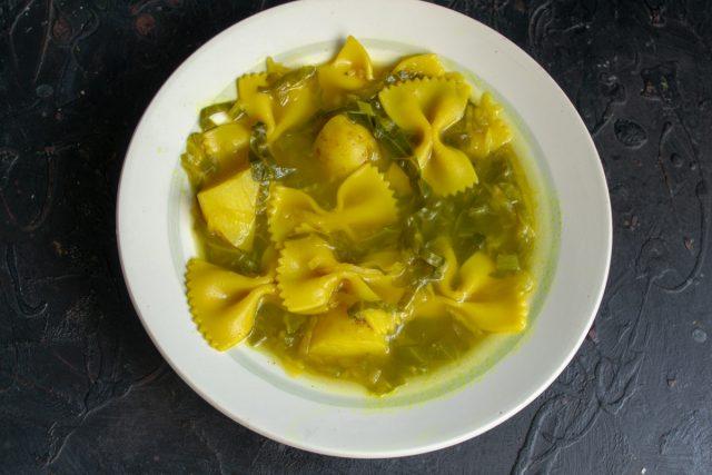 Быстрый суп с сельдереем и капустой готов