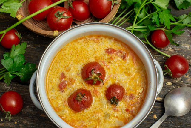 Быстрый томатный суп с сыром