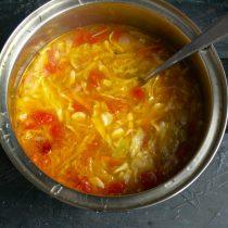 Варим суп на маленьком огне до готовности овощей