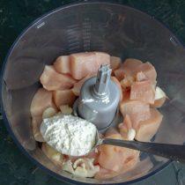 Насыпаем картофельный или кукурузный крахмал