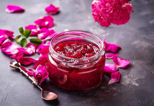 Можно заготовить розу и в виде варенья