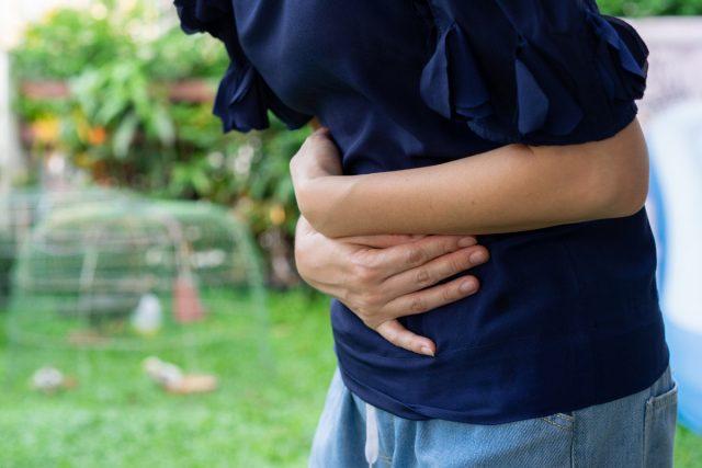 Тепловые судороги вызваны потерей солей и жидкости в организме во время потоотделения