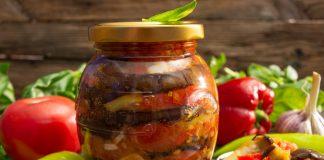 Салат из баклажанов с овощным соусом на зиму — вкусно и просто