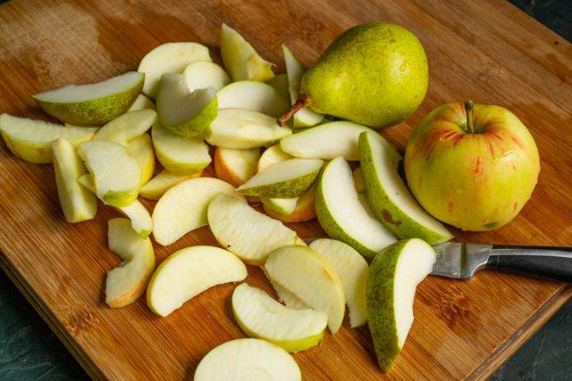 Подготавливаем фрукты