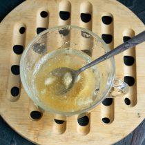 Порошковый желатин заливаем водой, оставляем на 20 минут