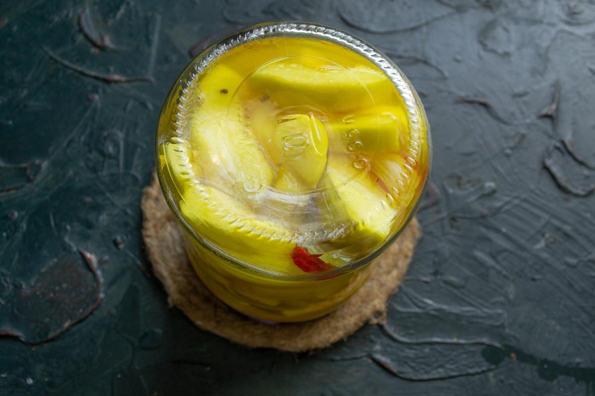 Хрустящие маринованные кабачки с куркумой на зиму готовы