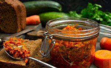 Кабачковая икра на зиму с кусочками овощей «Пальчики оближешь!»